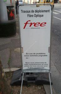 Free se sent libre de l'orthographe